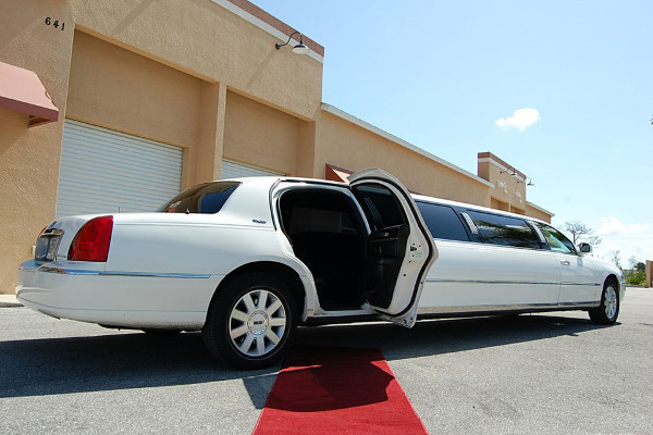 Frontier-County Lincoln Limos Rental